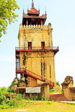Innwa Nanmyin torn, Innwa, Myanmar Royaltyfri Fotografi