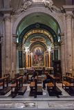 Inom av basilika av Santa Maria del Popolo Rome, Italien arkivfoton