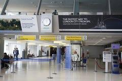 Inom av British Airways terminal 7 på den internationella flygplatsen för JFK i New York Royaltyfri Fotografi