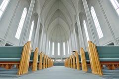 Inom av den Hallgrimskirkja kyrkan Reykjavik arkivfoton