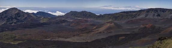 Inom av den Maui vulkankrater royaltyfria bilder