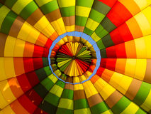 Inom av en collourful ballong för varm luft Arkivfoton