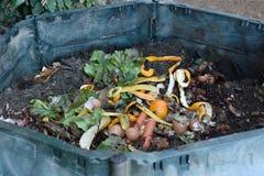 Inom av en composting behållare royaltyfri bild