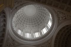 Inom av kupol i låns gravvalv Arkivbilder