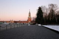 Inom av MoskvaKreml på natten Ryssland Lokal för Unesco-världsarv Royaltyfri Bild