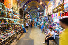 Inom den storslagna basaren i Istanbul Turkiet Royaltyfri Bild