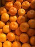 Inom en ask mycket av tangerin Royaltyfri Fotografi