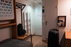 Inom en av kabinerna av Silja Serenade arkivbilder