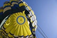Inom en ballong för varm luft som ser upp i Napa Valley Kalifornien Royaltyfri Bild