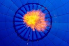inom en blå ballong för varm luft Royaltyfri Fotografi