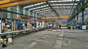 Inom en fabrik Arkivbild