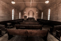 Inom en gamla kyrkliga Bodie Mining Town California Royaltyfri Foto