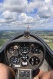 Inom en glidflygplan, medan bogseras Arkivfoton