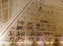 Inom en pyramid arkivfoto