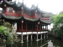 Inom en tempel i Kina Arkivbilder