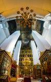 Inom en Treenighetdomkyrka i Pskov Ryssland Royaltyfri Bild