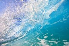 Inom havvågen blått vatten i rörelse royaltyfri fotografi
