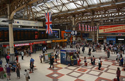 Inom historiska Victoria Railway Station London UK. Arkivbild