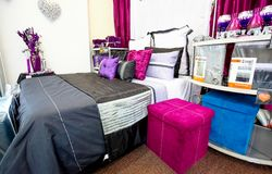 Inom inre av hem- ett lager för möblera royaltyfri foto