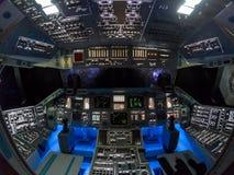 Inom kabinen av rymdfärjan Columbia arkivbild