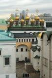 Inom Kreml: gammalt och nybygge royaltyfri bild