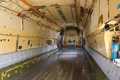 Inom lastfjärden av flygplanet IL-76 Royaltyfria Bilder