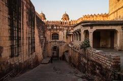 Inom Mehrangarhen Mehran Fort precis för solnedgång Jodhpur, Rajasthan, Indien Royaltyfri Bild