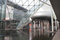 Inom Milan Trade Fair den moderna byggnaden Arkivbilder