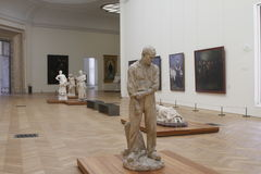 Inom museum paris Frankrike royaltyfria bilder