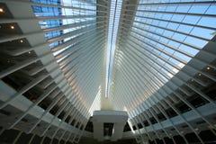 Inom Oculusen av den nya World Trade Center planlade trans.navet vid Santiago Calatrava Arkivbild