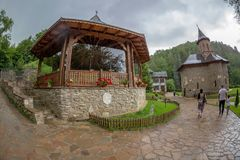 Inom området som är hängivet till den Prislop kloster, Rumänien Arkivfoton