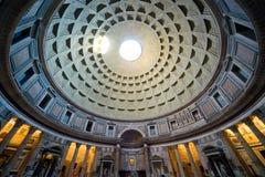 Inom pantheonen Rome Arkivbilder