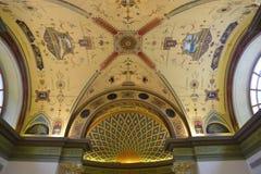 Inom rummet dekoreras i stilen av det 19th århundradet Arkivfoto