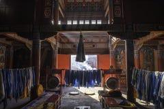 Inom: sken för ljusa strimmor till och med fönster: Härliga dekorerade Lamesery, Dazhou Hohhot dag Royaltyfria Foton