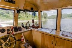 Inom skeppet på sjön fotografering för bildbyråer