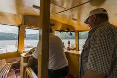 Inom skeppet på sjön royaltyfri bild