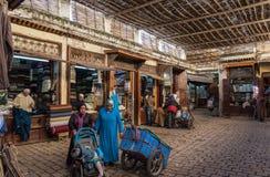 Inom souken Fez Arkivfoton