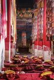 Inom tibetan kloster Tibet arkivbild