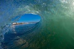 Inom vattenHollowWave visar ryttare Durban   Arkivbilder
