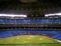 inomhus baseballdiamant Arkivbild