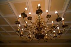 Inomhus belysning, stearinljus i en modern väg Royaltyfri Foto