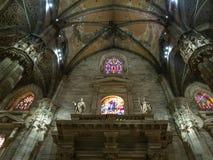 Inomhus dekor av Milan Cathedral royaltyfri fotografi