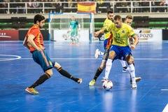 Inomhus footsal match av landslag av Spanien och Brasilien på den Multiusos paviljongen av Caceres royaltyfri fotografi