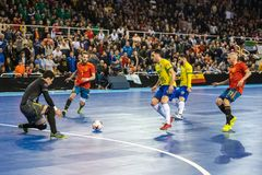 Inomhus footsal match av landslag av Spanien och Brasilien på den Multiusos paviljongen av Caceres arkivfoto