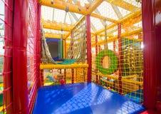 Inomhus lekplats för barn Arkivbild