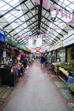 Inomhus marknad för purjolök Arkivfoto