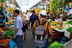 Inomhus nya frukter och grönsaker marknadsför i stadsmannen, huvudstaden av Maldiverna Arkivbilder