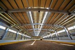 Inomhus ridningkorridor Royaltyfri Bild