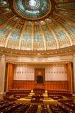Inomhus sikt av den rumänska slotten av parlamentet Arkivbilder