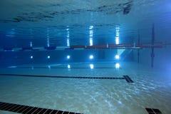 Inomhus simbassäng arkivbild